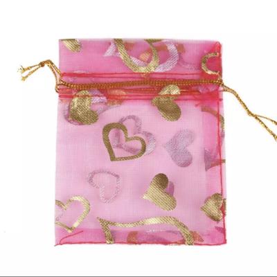 Cadeau Verpakking Organza Donkerroze met Goudkleurige Hartjes kopen